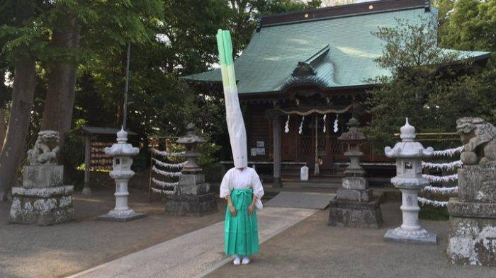 Kuil di Jepang Ini Tiap Tahun Adakan Ritual Unik dengan Kostum Mirip Daun Bawang, Lihat Prosesinya