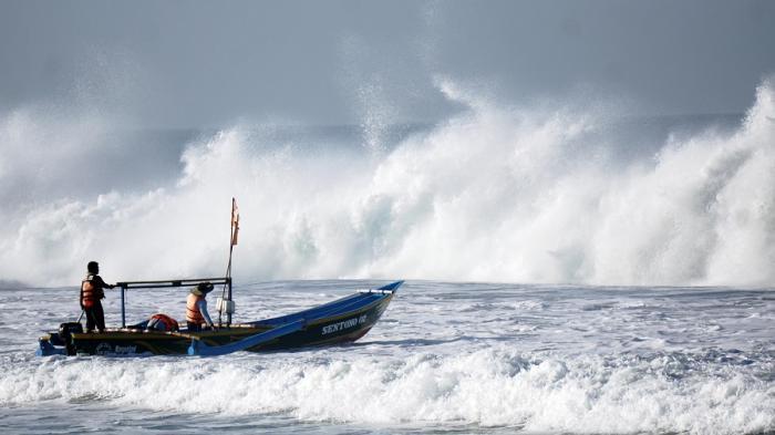 TRAVEL UPDATE: Liburan Akhir Pekan ke Pantai Dewa Ruci Jatimalang, Simak Harga Tiket Masuknya
