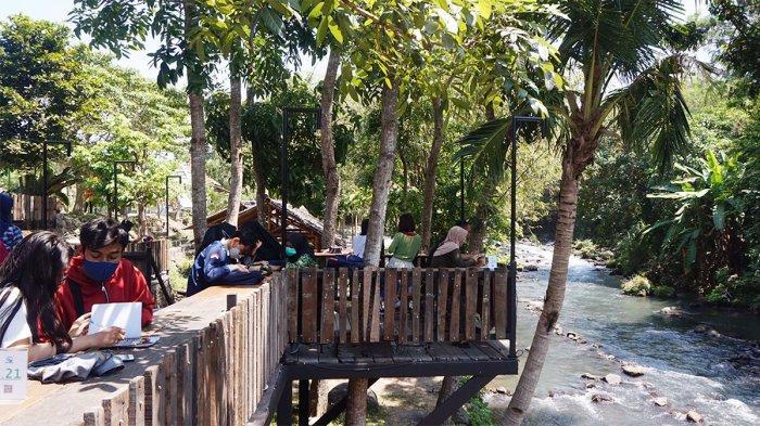 Makan Siang di New Rivermoon Klaten, Resto Bernuansa Alam di Tepi Aliran Sungai Pusur