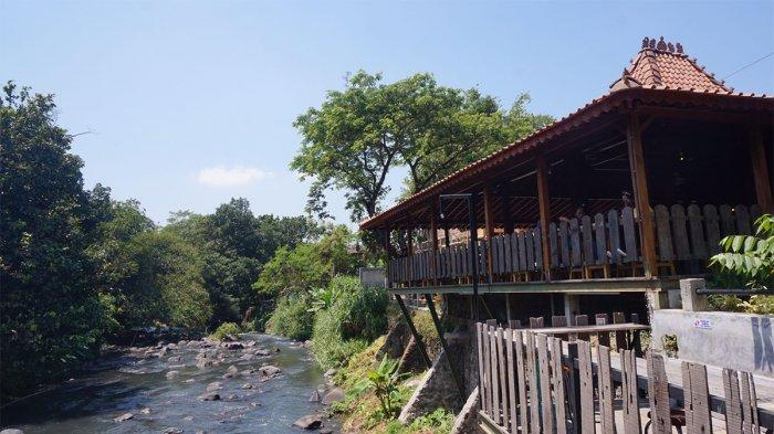 Aliran Sungai Pusur melewati New Rivermoon.