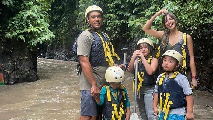 Kaget Putri Sulungnya Bosan ke Bali, Nia Ramadhani: Dulu Gue ke Bali Susah Banget