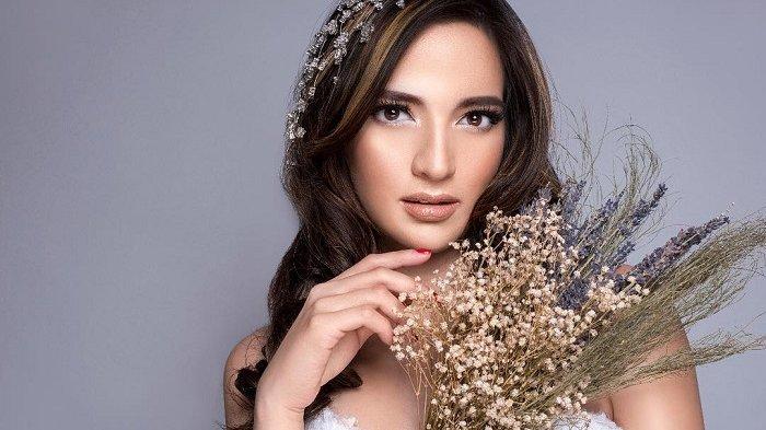Intip 5 Fashion Kekinian Nia Ramadhani Saat Liburan, Bisa Jadi Referensi Gaya Travelingmu!