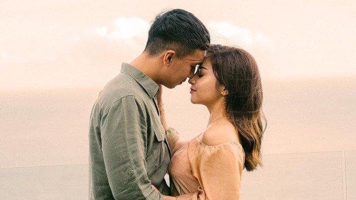Potret mesra Nikita Willy dan Indra Priawan saat liburan di Bali.