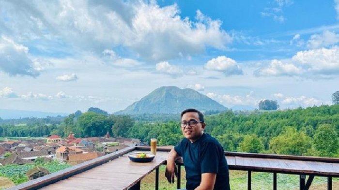 TRAVEL UPDATE: Omah Latare Ombo, Kafe Instagramable dengan Pemandangan Pegunungan di Kopeng