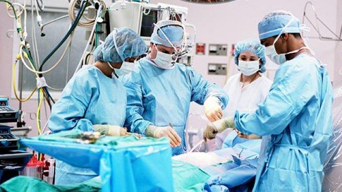 Dokter Ini Terkejut saat Temukan Emas Batangan di Perut Pasiennya