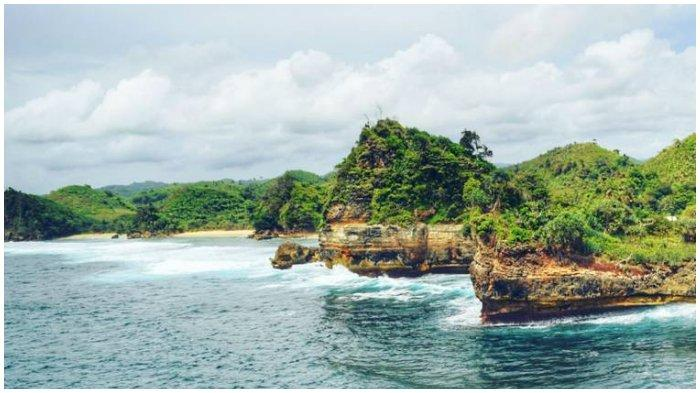 Melihat Keindahan Pantai Batu Bengkung, Pantai dengan Julukan Raja Ampatnya Malang