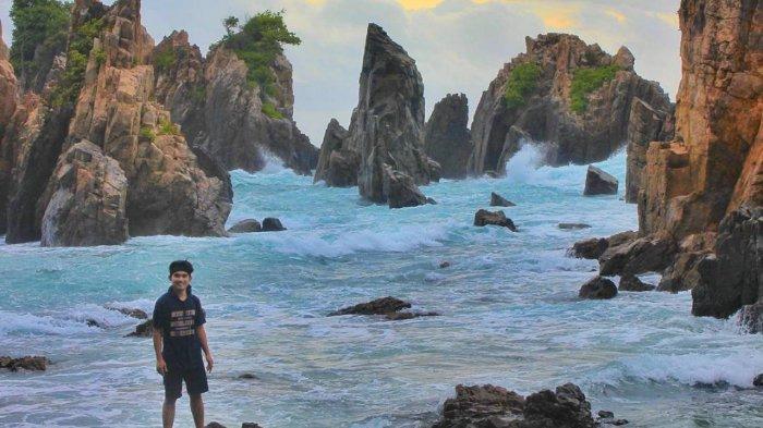 Keindahan Gugusan Karang Tajam di Pantai Gigi Hiu yang Eksotis
