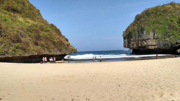 5 Pantai di Jogja Ini Dikelilingi Pemandangan Hijau, Buat Suasana Hati Lebih Tenang dan Rileks