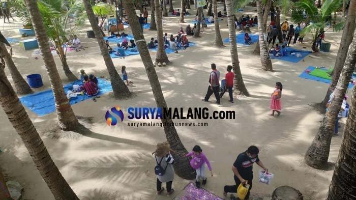 Ditutup saat PPKM Darurat, Pantai Kelapa Tuban Jadi Lokasi Vaksinasi Massal