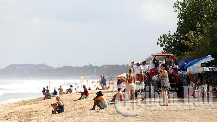 3 Aksi Turis Bule Bikin Onar di Bali yang Viral di Medsos, Curi Vodka hingga Ngamuk di Jalanan