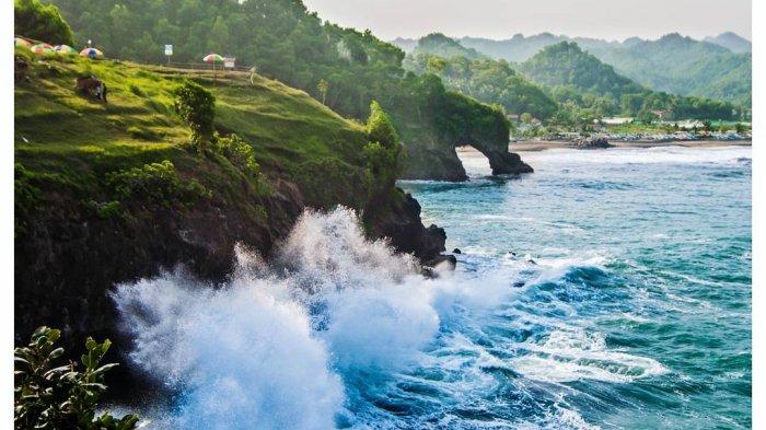 15 Tempat Wisata Terbaik di Kebumen untuk Libur Lebaran 2021, Jelajah Pantai Menganti