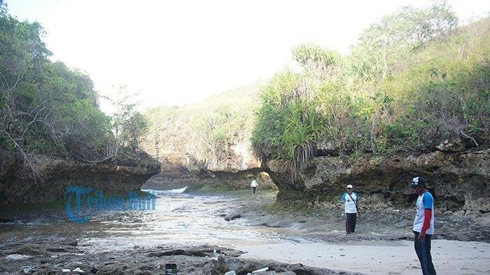 Tak Cuma Pantai Kelingking, Nusa Penida Juga Punya Pantai Lumangan yang Masih Alami