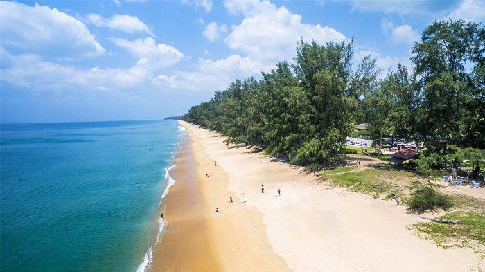 Pantai Mai Khao, Phuket, Thailand