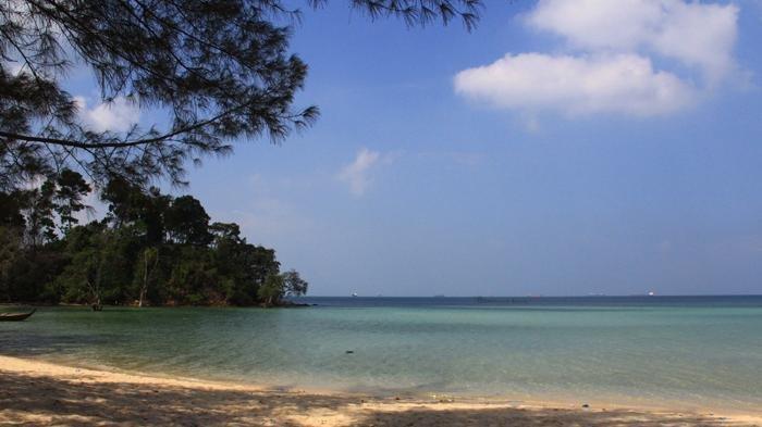 Pantai Melur, di Kelurahan Galang Barelang, Pulau Galang, Batam, Kepulauan Riau.