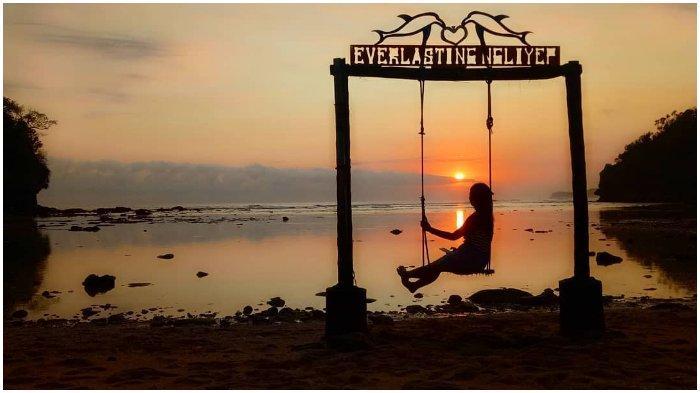 Pantai Ngliyep, Pantai Eksotis untuk Menikmati Matahari Terbenam di Malang
