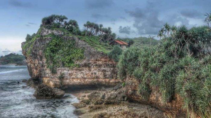 Pantai Nglolang, Surga Tersembunyi di Gunungkidul yang Masih Jarang Dikunjungi Wisatawan