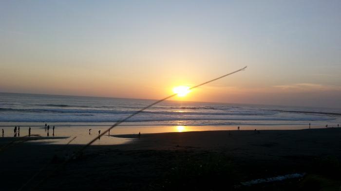 Wisata Pantai - Nggak Kalah Eksotis, 5 Pantai Berpasir Hitam Ini Dijamin Usir Penatmu