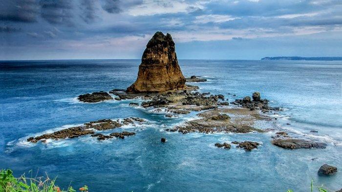 Melihat Keindahan Pantai Papuma di Jember, Pantai Cantik nan Memikat dengan Kisah Misterius