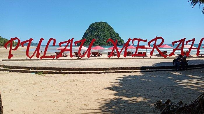 Pantai Pulau Merah, Tempat Terbaik untuk Nikmati Pesona Keindahan Pesisir Selatan Banyuwangi