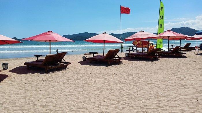 Pantai Pulau Merah di Banyuwangi