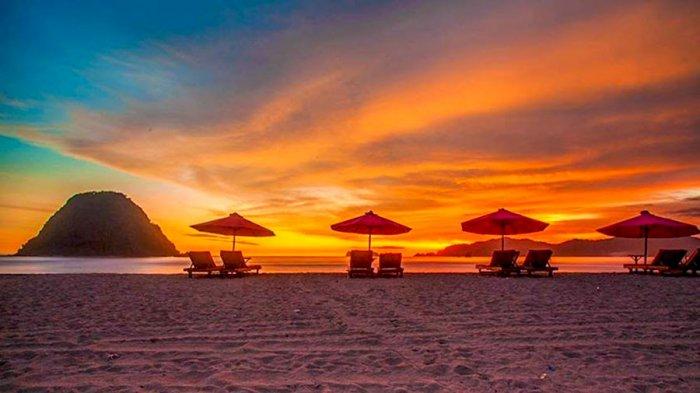 Nggak Cuma Bali, Banyuwangi Juga Punya Pantai Kece. Kamu Harus ke Pantai Teluk Ijo!
