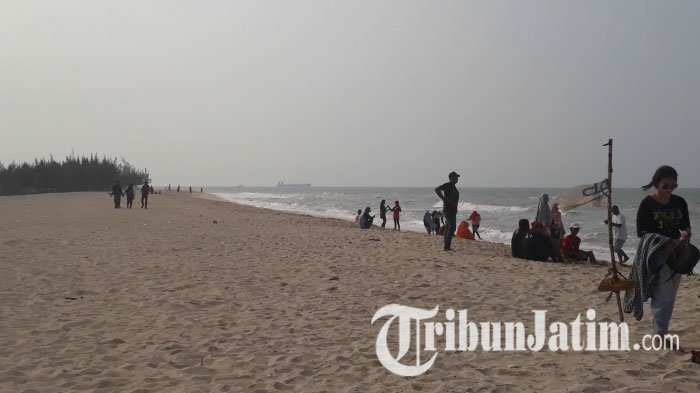 Wisata Tuban - Selain Pasir Putih, Pantai Remen Punya Ciri Khas yang Tak Dimiliki Pantai Lain