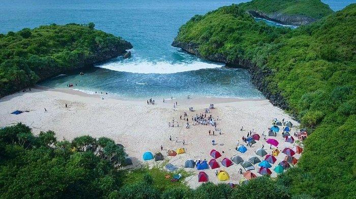 7 Pantai di Gunungkidul untuk Camping saat Liburan Akhir Pekan