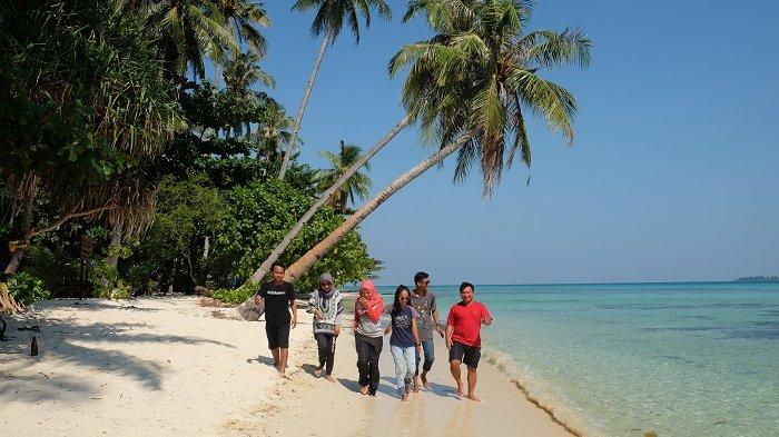 Akibat Gelombang Tinggi, Jumlah Kunjungan Wisatawan ke Karimunjawa Menurun
