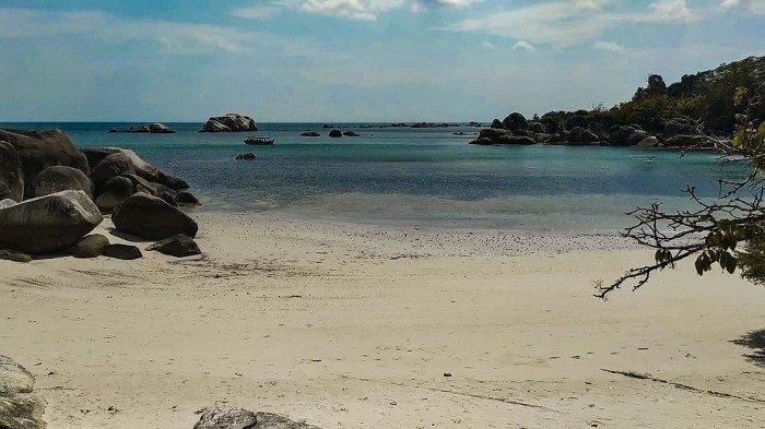 Pantai Tanjung Tinggi, Pulau Belitung