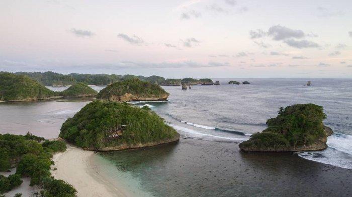 Menelusuri Keindahan Pantai Teluk Asmara, Raja Ampatnya Malang Selatan