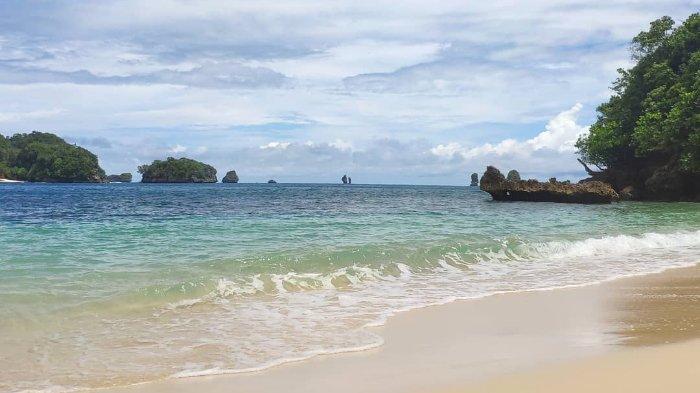 Pantai Tiga Warna, Surga Tersembunyi di Malang Selatan