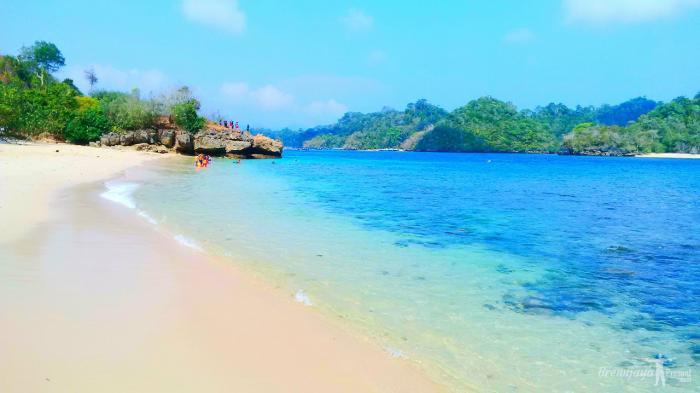 Rekomendasi 7 Hotel Murah dekat Pantai Tiga Warna Malang