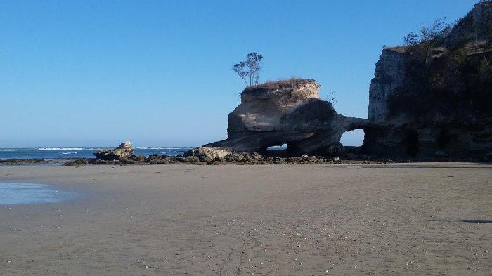 Waingapu NTT - Pesona Tebing Pantai Watu Parunu, Nicholas Saputra Pernah Akting di Sini