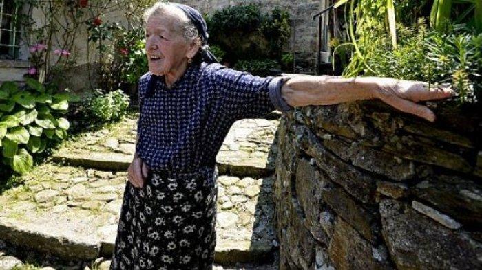 Ditinggal Semua Warga, Cara Nenek Ini Jalani Hidup Sendiri di Desa Sungguh Mencengangkan!