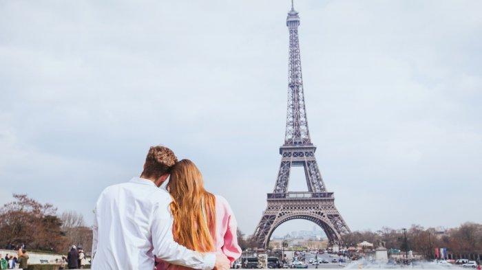 Menara Eiffel.