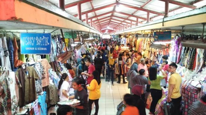 Suasana Pasar Beringharjo yang ramai oleh pengunjung