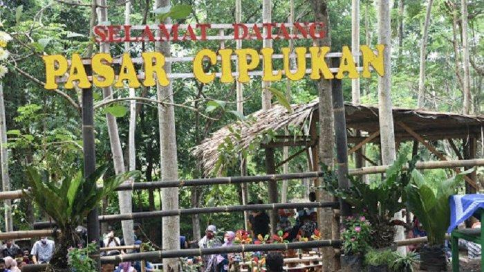 Pasar Ciplukan, destinasi wisata di Karanganyar yang sajikan jajanan tempo dulu.