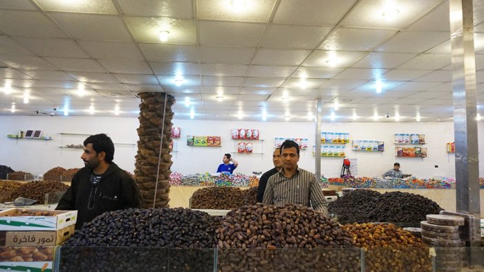 Sejumlah penjual kurma di Pasar Kurma, Madinah, Arab Saudi.