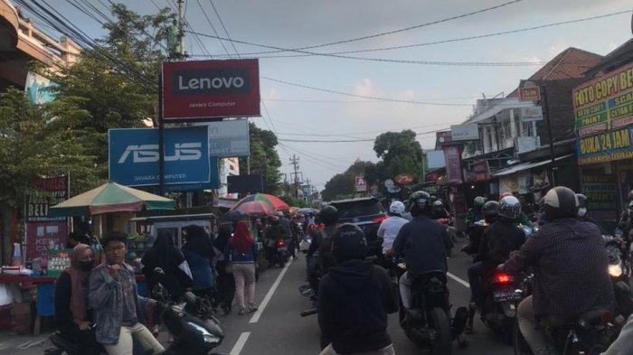 Pasar Takjil UMS Depan Kampus II