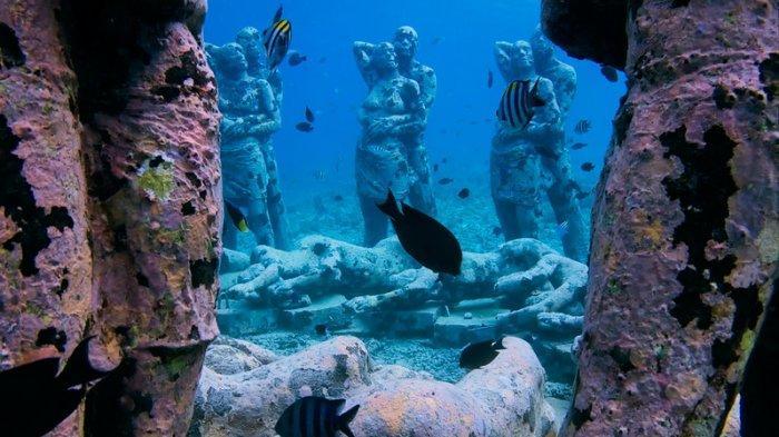 Patung Bawah Laut Gili