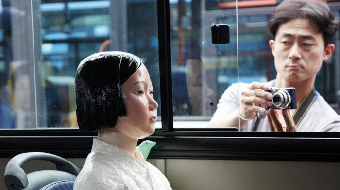 Ada Patung Wanita dalam Bus Seoul, Kisah di Baliknya Bikin Nyesek Kenang Masa Kelam