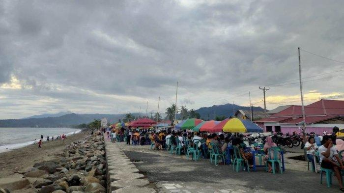 TRAVEL UPDATE: Menikmati Sunset Sambil Kulineran di Paving Beach Bolaang Mongondow