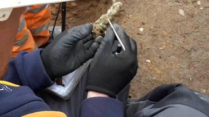 Pegangan kunci selama penggalian antara tahun 2016 dan 2017.