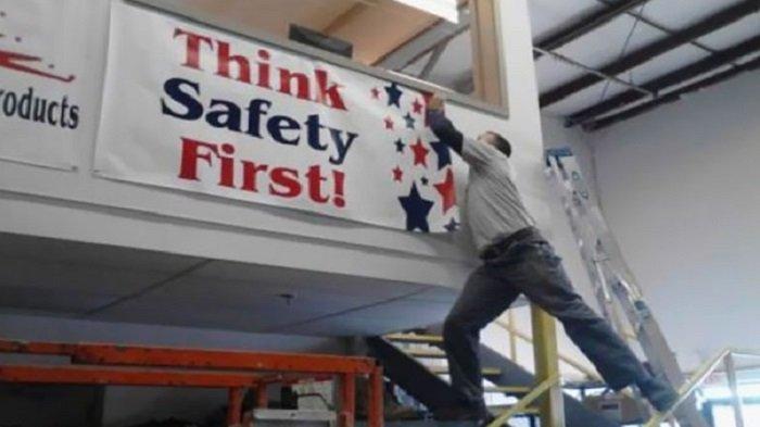12 Foto Ini Buktikan Cuma Pria yang Berani Lakukan Pekerjaan Berisiko Tinggi