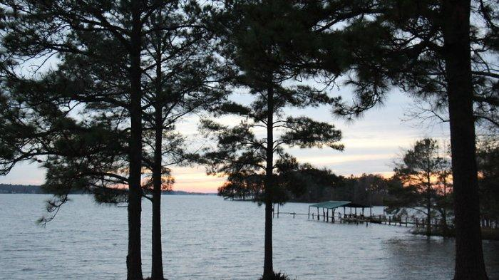 Kisah Menyedihkan di Balik Keindahan Danau Murray di Carolina Selatan