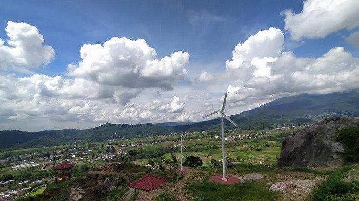 Pemandangan dari puncak Gunung Gamping Desa Bandardawung Kecamatan Tawangmangu Kabupaten Karanganyar, Jumat (6/3/2020).