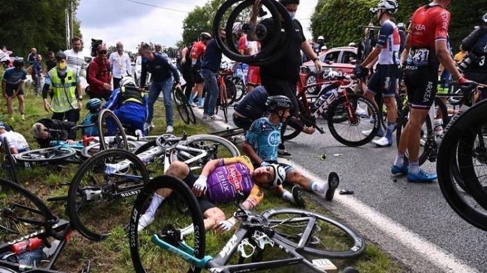 Tabrakan Massal di Ajang Balap Sepeda Dunia Tour de France, Gara-gara Ada Penonton Ingin Selfie