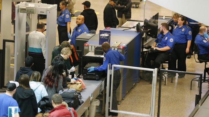 Pemeriksaan di bandara.