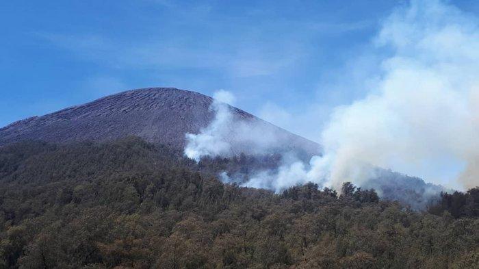 Penampakan Gunung Semeru yang Terbakar