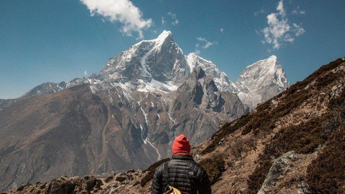 Ilustrasi - pendaki hendak mendaki Gunung Everest
